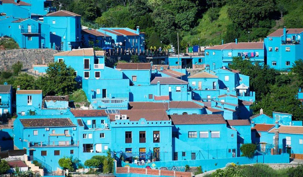 Хускар – синяя деревня